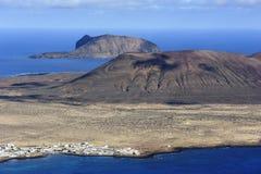 Widok Graciosa wyspa od Mirador Del Rio, Lanz (góra Mojon) fotografia royalty free