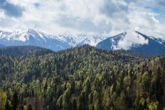 Widok halni szczyty i chmury nad ono Zdjęcia Royalty Free