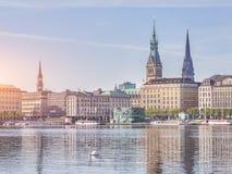 Widok Hamburski pejzaż miejski od wody Zdjęcia Royalty Free