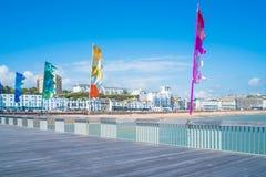 Widok Hastings miasteczko i plaża przód od Hastings mola Zdjęcia Royalty Free