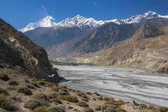 Widok himalaje Dhaulagiri i wioska Jomsom Fotografia Stock
