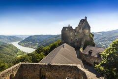 Widok historyczna Aggstein kasztelu ruina na Danube rzece niski Obraz Royalty Free
