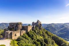 Widok historyczna Aggstein kasztelu ruina na Danube rzece niski Zdjęcie Royalty Free