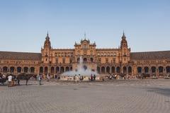 Widok Hiszpania kwadrat z urzędem miasta i fontanna pod błękitem zdjęcie stock