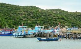 Widok Hon Ro molo w krzywka Ranh zatoce, Wietnam Zdjęcia Royalty Free