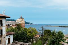 Widok Hondarribia od górnego miasteczka fotografia royalty free