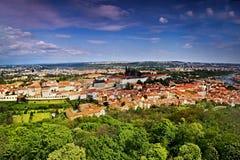Widok Hradcany z Praga kasztelem i St Vitus katedra od Petrinska rozhledna górujemy w sping Praga w republika czech Obraz Stock