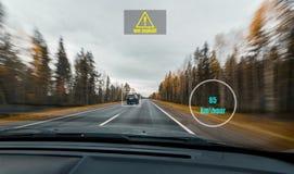 Widok HUD panel z informacją prędkość, ostrzega drogową powierzchnię i skanerowanie czujniki przy wysoką prędkością jadą na jesie Zdjęcia Royalty Free