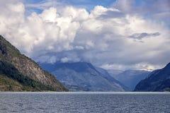 Widok idylliczny Lustrafjord Widzie? w Norwegia obraz stock