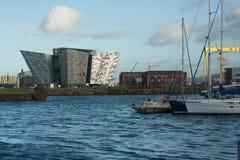 Widok ikonowy Tytaniczny budynek w Belfast ` s Tytaniczna ćwiartka Obrazy Royalty Free