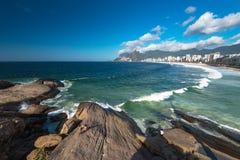 Widok Ipanema plaża i Arpoador skała zdjęcie royalty free