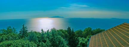 Widok Ischia przy zmierzchem Neapolu bay Widok od świętego Agatha Fotografia Royalty Free
