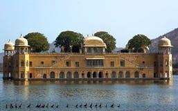 Widok Jal Mahal od mężczyzna Sagar jeziora Jal Mahal jest ważnym atrakcją turystyczną w Jaipur zdjęcie stock