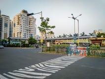 Widok jeden wa?ny Autobusowy terminus przy Nowym miasteczkiem, Kolkata, Zachodni Bengalia na ruchliwie fotografia stock