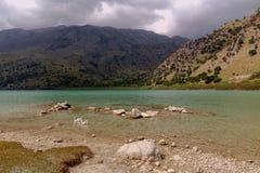 Widok Jeziorna Kournas wyspa Crete, Grecja fotografia royalty free