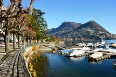 Widok Jeziorny Lugano i miasto w jesieni przyprawiamy zdjęcia stock