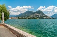 Widok Jeziorny Lugano w lato słonecznym dniu od Lugano, Szwajcaria Obrazy Stock