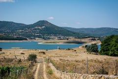 Widok jezioro z górami obrazy royalty free