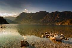 Widok Juliańscy Alps nad jeziornym Bohinj, Slovenia obraz royalty free
