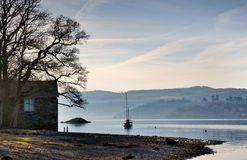 Boathouse na brzeg Jeziorny Windermere Fotografia Royalty Free