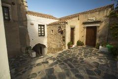 Widok kamieni domy przy Średniowiecznym fortecą Zdjęcie Royalty Free
