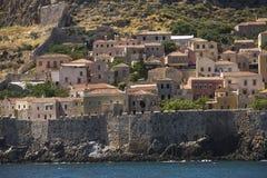 Widok kamieni domy przy Średniowiecznym fortecą Zdjęcia Stock