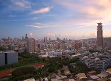 Widok Kaohsiung miasto w Tajwan przy półmrokiem zdjęcia royalty free