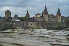 Widok kasztel Kamianets-Podilskyi w Zachodnim Ukraina Zdjęcia Royalty Free