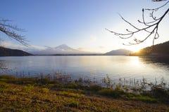 Widok Kawakuchiko jezioro blisko Fuji góry w Japan Obrazy Stock