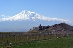 Widok Khor Virap monaster na tle góra Ararat w Armenia zdjęcia stock