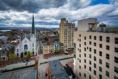 Widok kościół i budynki na State Street, w Harrisburg, P zdjęcia royalty free
