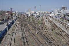 Widok Kolejowy kwadrat i kolejowi ślada na Kwietniu 05; Obraz Royalty Free