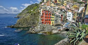 Widok kolorowi domy w Riomaggiore, Włochy zdjęcia stock