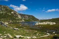 Widok Koniczyna jezioro, Rila góra Siedem Rila jezior, Bułgaria Obraz Stock