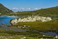 Widok Koniczyna jezioro, Rila góra Siedem Rila jezior, Bułgaria Zdjęcie Stock