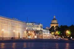Widok kopuła St Isaac katedra od pałac kwadrata lata nocy St Petersburg Zdjęcia Royalty Free