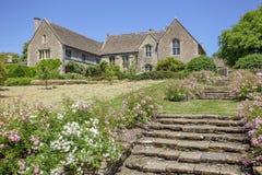 Widok kroki prowadzi tyły Wielka Chalfield rezydencja ziemska Zdjęcia Royalty Free