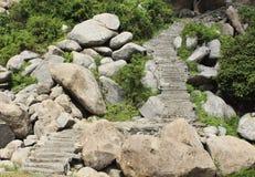 Widok kroki prowadzi w górę wzgórza Zdjęcia Royalty Free