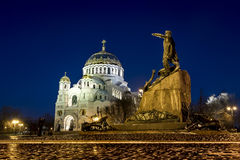 Widok Kronstadt Morska katedra w Bożenarodzeniowym zimy ev Obrazy Stock