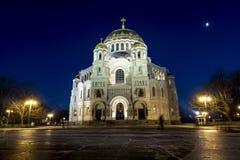 Widok Kronstadt Morska katedra w Bożenarodzeniowym zimy ev Fotografia Stock