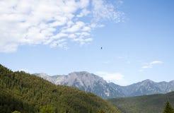 Widok krzyż na wierzchołku Bucegi góry Zdjęcie Royalty Free