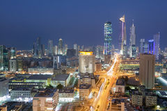 Widok Kuwejt miasto przy nocą Obrazy Stock