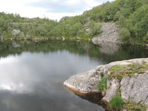 Widok las i jezioro Zdjęcie Royalty Free