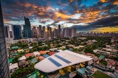 Widok linia horyzontu Makati przy zmierzchem, w metrze Manila Ph Fotografia Stock