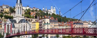 Widok Lion miasto i czerwieni footbridge Zdjęcie Royalty Free