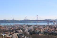 Widok Lisbon 25 i Bridżowy Kwiecień - Portugalia Zdjęcia Royalty Free