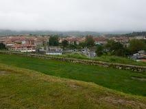 Widok Llanes, miasteczko północny Hiszpania Fotografia Royalty Free