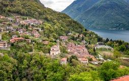 Widok Loggio wioska od Castello Valsolda wioski, lokalizować na Jeziornej Lugano prowinci Como fotografia royalty free