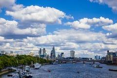 Widok Londyński ` s pejzaż miejski od rzecznego Thames wliczając, Obrazy Royalty Free