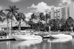 Widok luksusowe łodzie i jacht dokujący w Miami południu Wyrzucać na brzeg Marina Luksusowy stylu życia pojęcie obraz stock